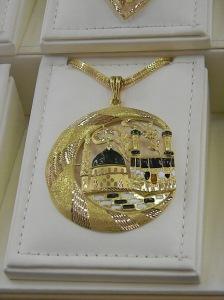 Recuerdo de La Meca, algo ¿bonito? para ¿comprar? en el aeropuerto de Riad a altas horas de la madrugada
