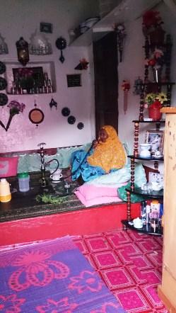 Mujer fumando con pipa de agua. Casa típica, Harar. Foto: eaTropía