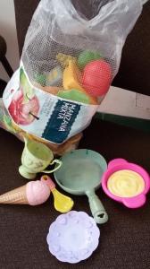 14. Cacharros de cocina y comidas de plástico. Foto: eaTropía