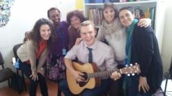 Con el grupo de B1, con canción rusa traducida al español y dedicada a la compañera que se va.